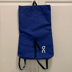On Cloud Running blue rolltop backpack
